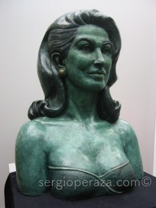 Consuelo-Velazquez-en-bronce