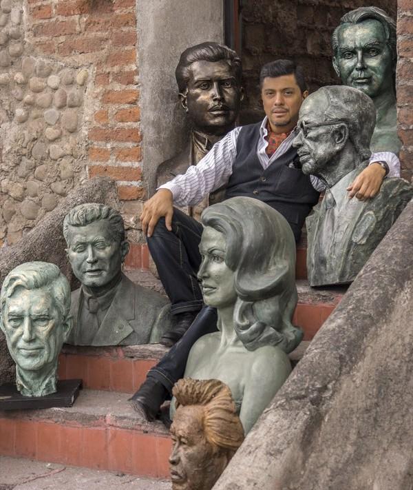 Sergio Peraza y sus Bustos