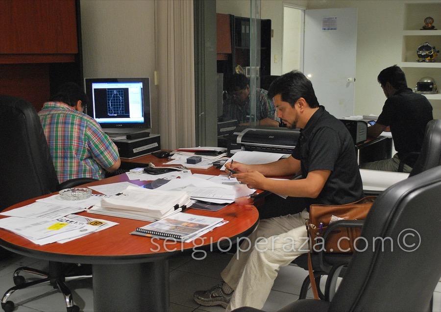 primeras reuniones de trabajo interdisciplinario entre el Ing Azcaarte y el escultor Sergio Peraza en el diseño en autocad