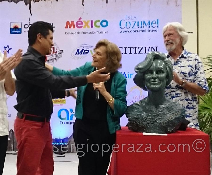 Develacion Busto Escultorico Sylvia Earle 3 Sergio Peraza Artista Escultor