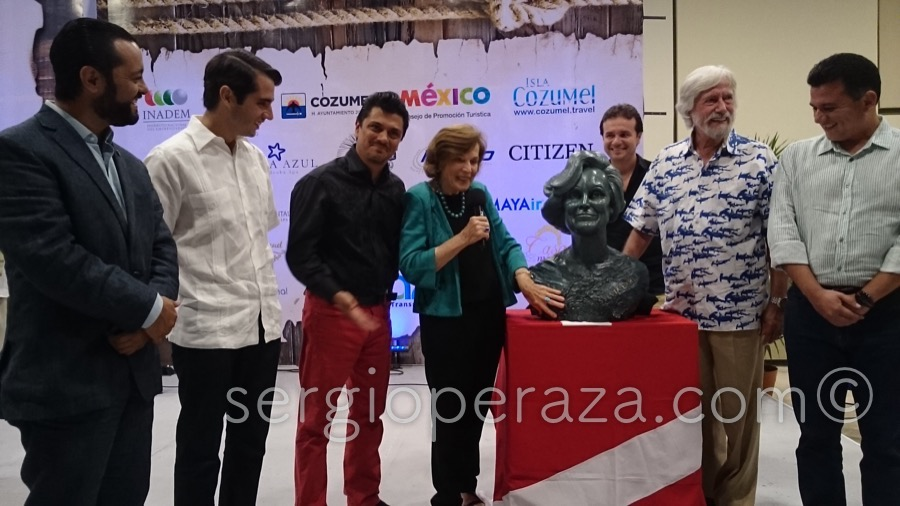 Develacion Busto Escultorico Sylvia Earle 4 Sergio Peraza Artista Escultor