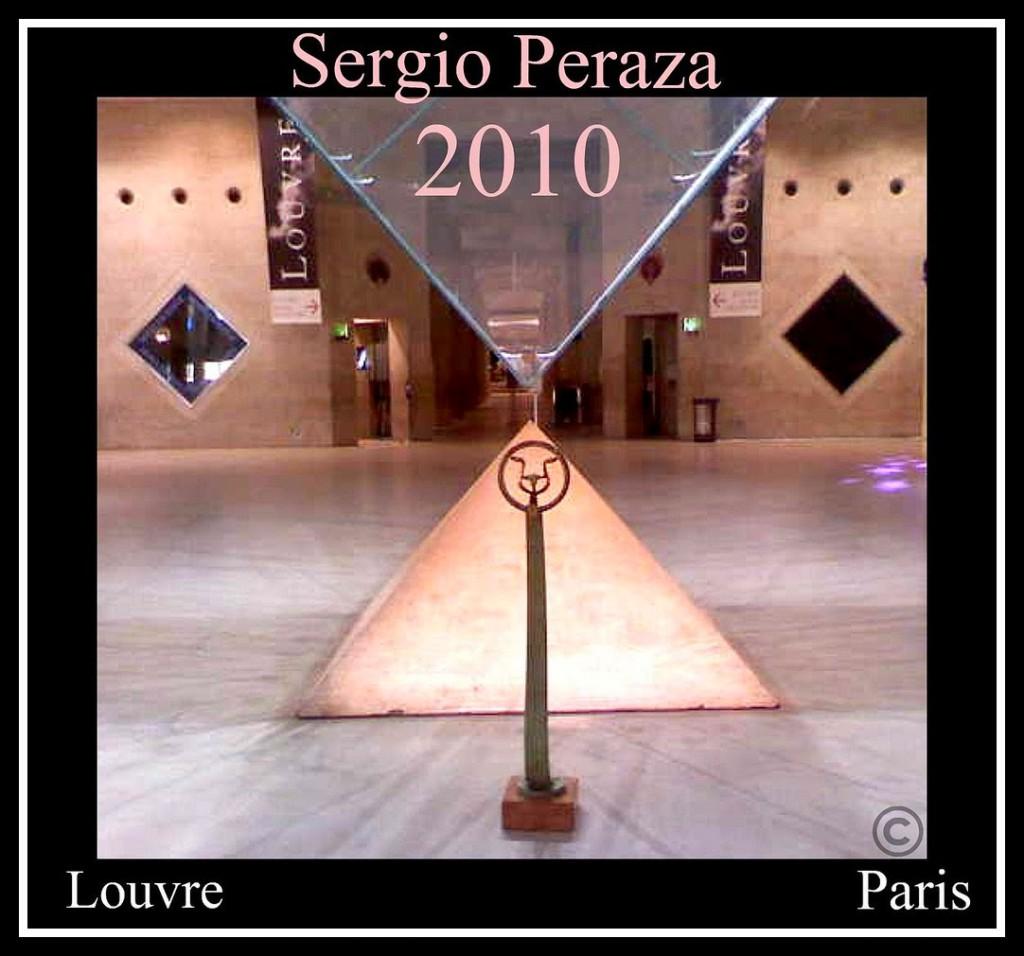 Escultura de Sergio Peraza en el Louvre