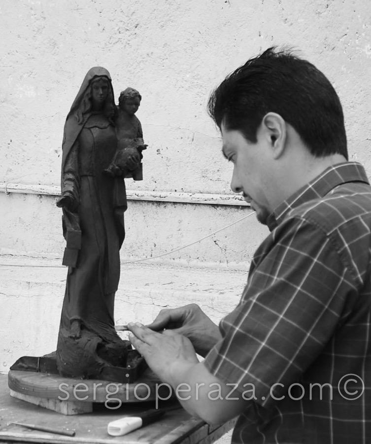 8 -Primera-Maqueta-De-Plastimlina-Terminada-Sergio-Peraza-Artista-Escultor