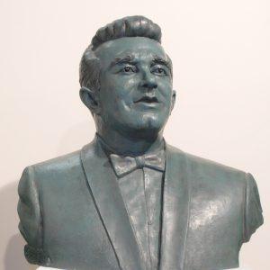 Busto escultórico Enrique Cáceres